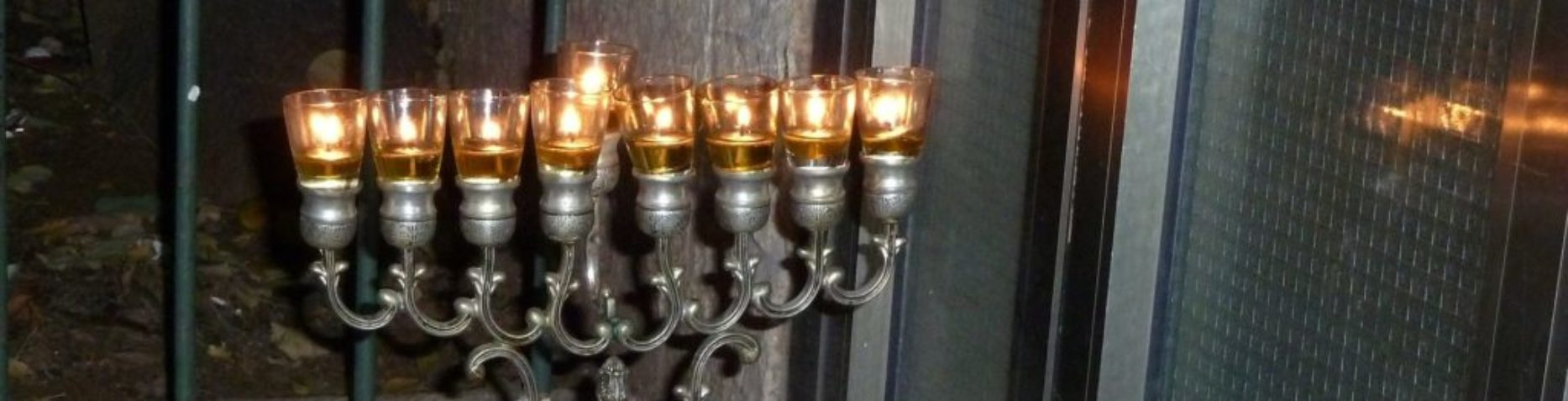 Old_Jerusalem_candlestick_with_oil_lamps - Copy